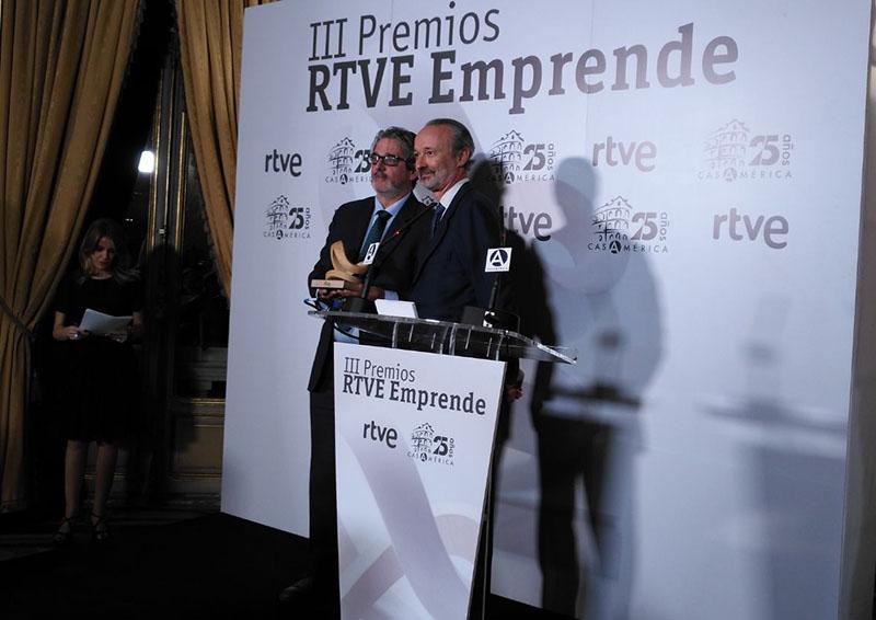 Miguel Ángel Sánchez, director de Podiprint recoge el Premio Emprende